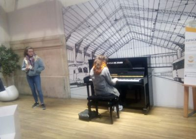 5th Year GCC student Anna Morrissey playing the piano for tourists at the train station